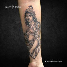 tatuaje de atenea, tatuajes de dioses griegos, ideas de tatuajes mitología griega, infierno tatuajes, estudio de tatuajes sur cdmx