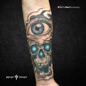tatuaje de calavera, tatuaje de ojo azul, ideas de tatuajes en el antebrazo, infierno tatuajes, mejores estudios de tatuajes cdmx