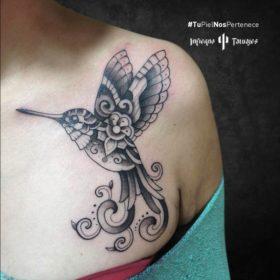 Tatuaje de un colibrí