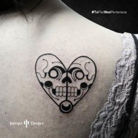 tatuaje de corazón, ideas de tatuajes de corazones, tatuajes en la espalda, mejores estudios de tatuajes cdmx, infierno tatuajes