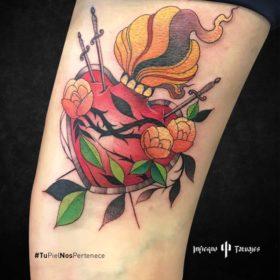 tatuaje de corazón, tatuaje de corazón con espadas, ejemplo de tatuajes en el antebrazo, mejores tatuadores cdmx, donde hacerme un tatuaje