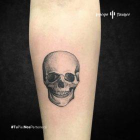 tatuaje de cráneo, ideas de tatuajes en el antebrazo, calavera tattoo, estudios de tatuajes al sur cdmx, infierno tatuajes