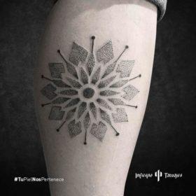 tatuaje de mandala, tatuajes geométricos, tatuajes espirituales, donde tatuarme cdmx, infierno tatuajes