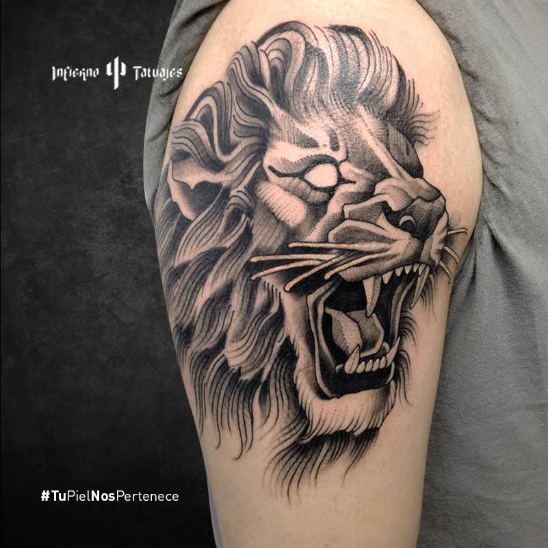 Tatuaje de león en blanco y negro – Creado por Germán | Infierno Tatuajes