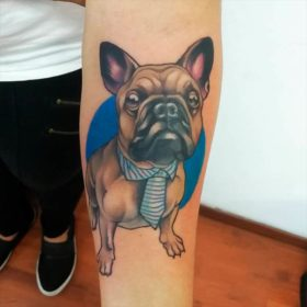 Tatuaje de bulldog francés – Creado por Christopher | Infierno Tatuajes
