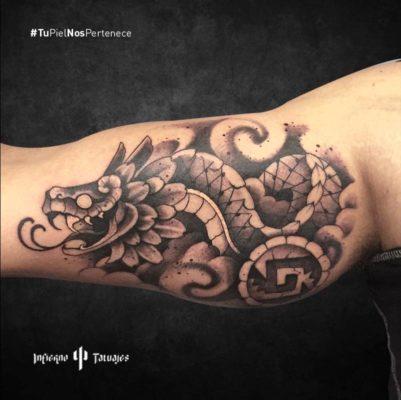 Tatuaje de quetzalcoatl