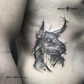 tatuaje de toro, ideas de tatuajes geométricos, tatuajes en la costilla, mejor estudios de tatuajes cdmx, infierno tatuajes