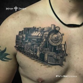 tatuaje de tren, tatuajes en el pecho, tatuaje de locomotora, infierno tatuajes, estudio de tatuajes cdmx