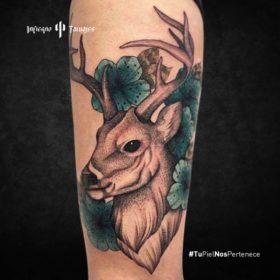 tatuaje de venado, tatuaje de venado en el brazo, ideas de tatuajes en el brazo, infierno tatuajes, estudio de tatuajes