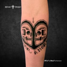 tatuaje de calaveras, tatuaje en forma de corazón, tatuajes en el antebrazo, estudios de tatuajes cdmx, infierno tatuajes