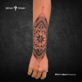 tatuaje de mandala, ideas de tatuajes en el brazo, tatuajes budistas, estudios de tatuajes sur cdmx, infierno tatuajes