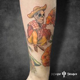 Tatuaje de calavera en el antebrazo – Creado por Paula   Infierno Tatuajes