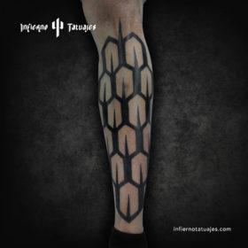 Scales tattoo – Creado por Javier Gaona | Infierno Tatuajes
