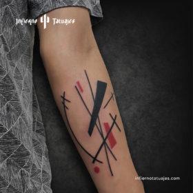 Tatuaje suprematista – Creado por Javier Gaona | Infierno Tatuajes