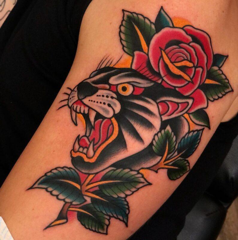 tatuaje-de rosa con una pantera infierno tatuajes