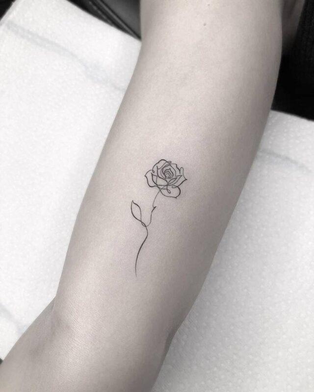 tatuaje de rosa en linea infierno tatuajes