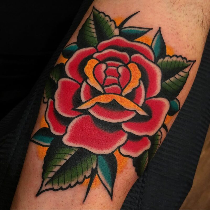 tatuaje de rosa tradicional infierno tatuajes