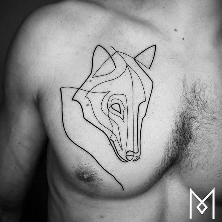 tatuaje de lobo en pecho