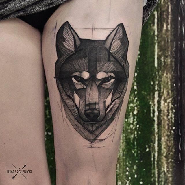tatuaje de lobo en pierna