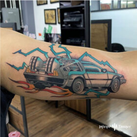 tatuaje volver al futuro chris infierno tatuajes