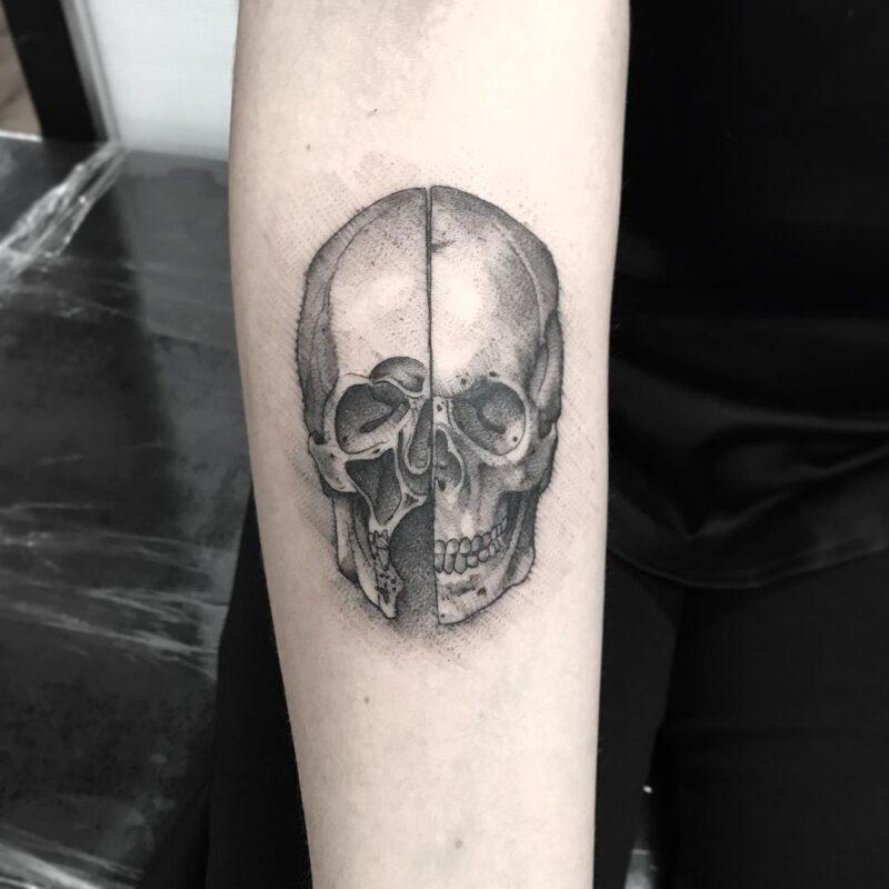 Tatuaje de cráneo con sombras