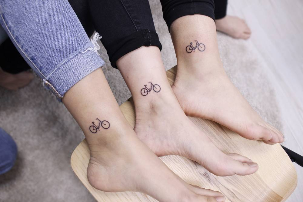 Tatuaje de bicicleta con tu grupo
