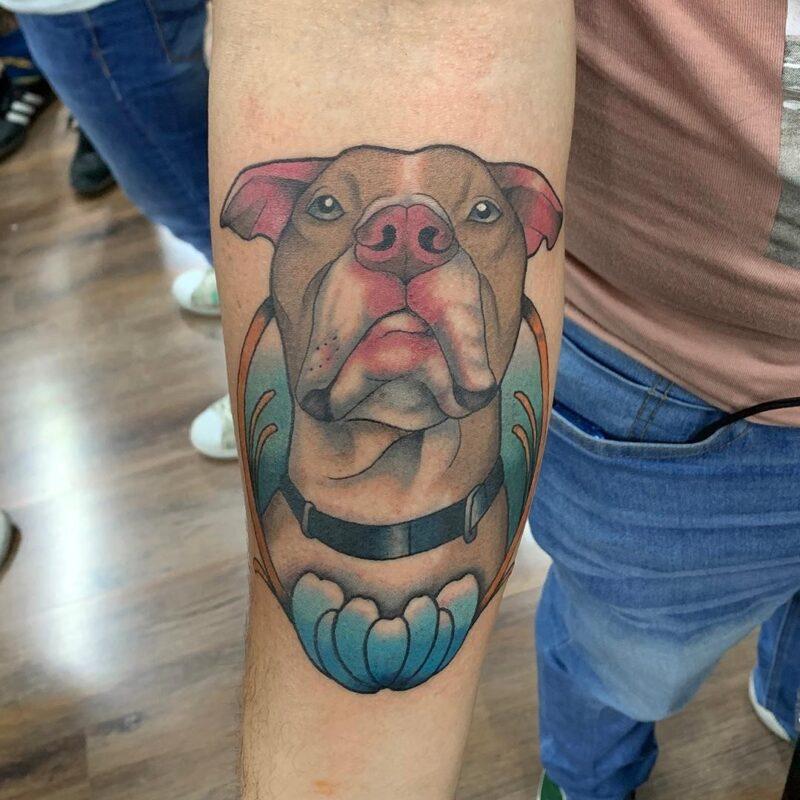 tatuaje de perro a color