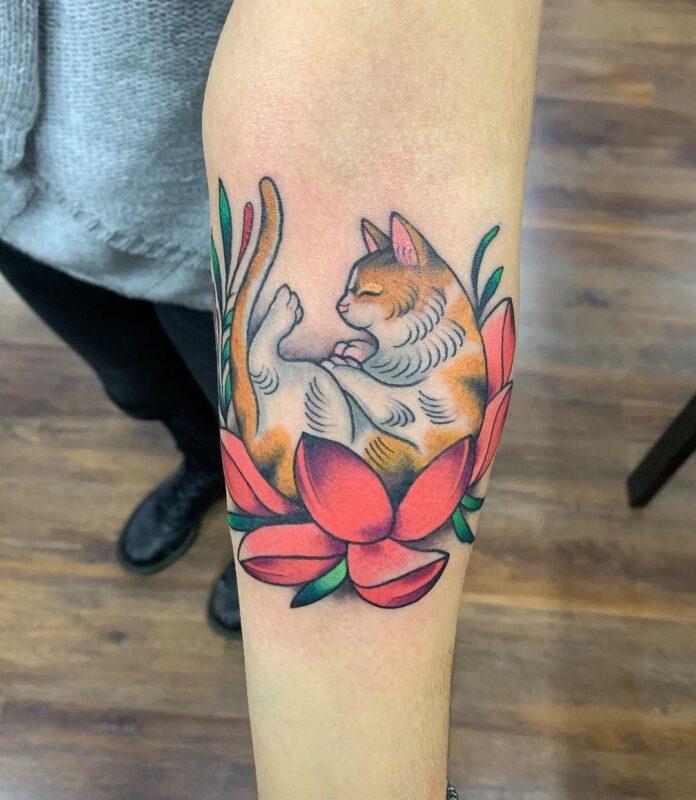 tatuaje de gato dormilón