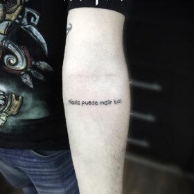 tatuaje de frase nada puede malir sal, idea de tatuajes de frases